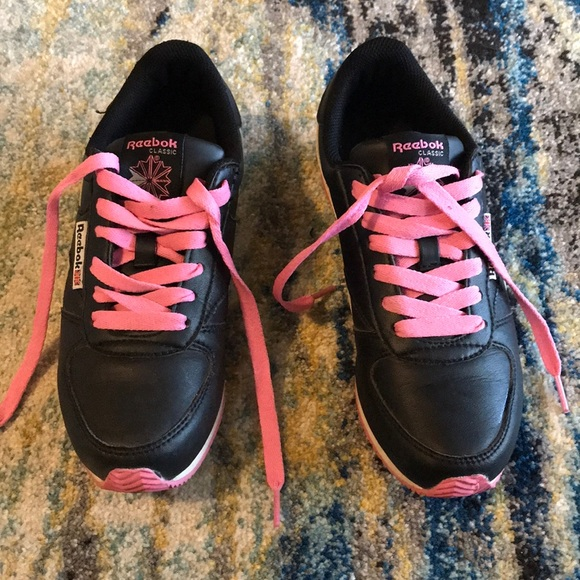 Black and pink leather Reeboks size 7 9198d7005